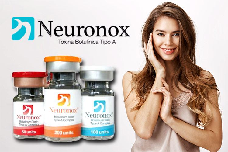قيمت محصولات نورونوکس در ويال هاي مختلف موجود است. لوگو برند نورونوکس قابل مشاهده مي باشد. خانم جواني در حال لبخند زدن مي باشد.