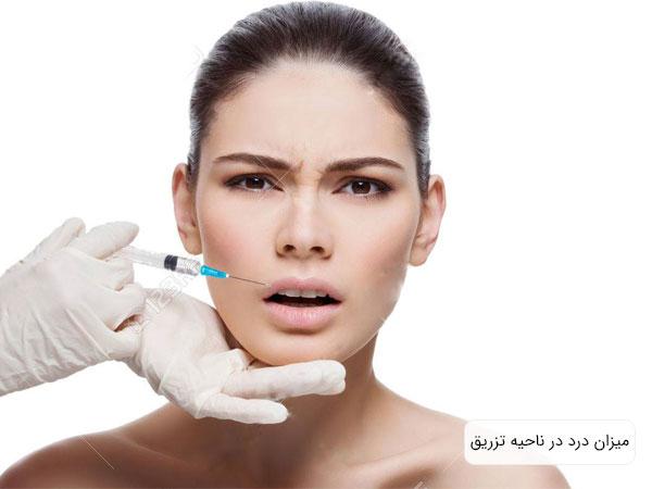 تصویر دختر خانمی در حال تزریق ژل که حس درد را در مخاطب تداعی می کند . زمینه تصویر سفید بوده و شکل سرنگ کاملا آشکار می باشد