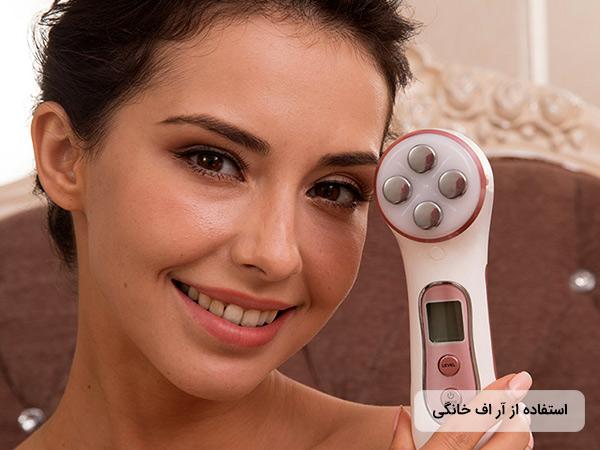 قيمت دستگاه آر اف خانگی ميسمون به همراه تصویر خانمی که در حال لبخند زدن می باشد