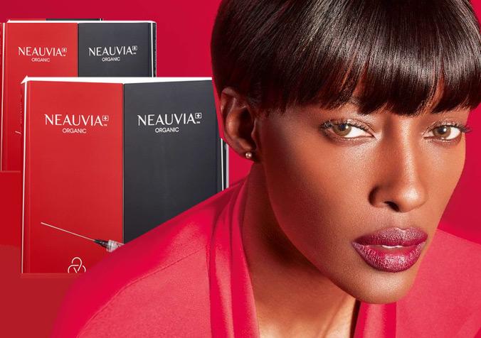 تصویری از صورت یک خانم در کنار چند بسته از ژل نیویا با زمینه قرمز ارغوانی