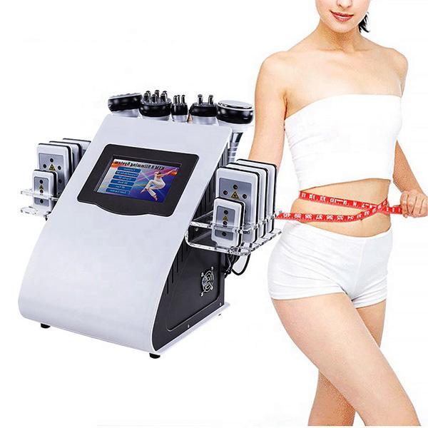 دستگاه آر اف کويتيشن لاغري 6 کاره به همراه خانمی که در حال اندازه گیری سایز شکم حود بوسیله متر است